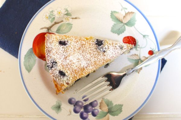 This easy snack cake is made in a springform pan. It's on my wedding stoneware: Luscious by Savoir Vivre.