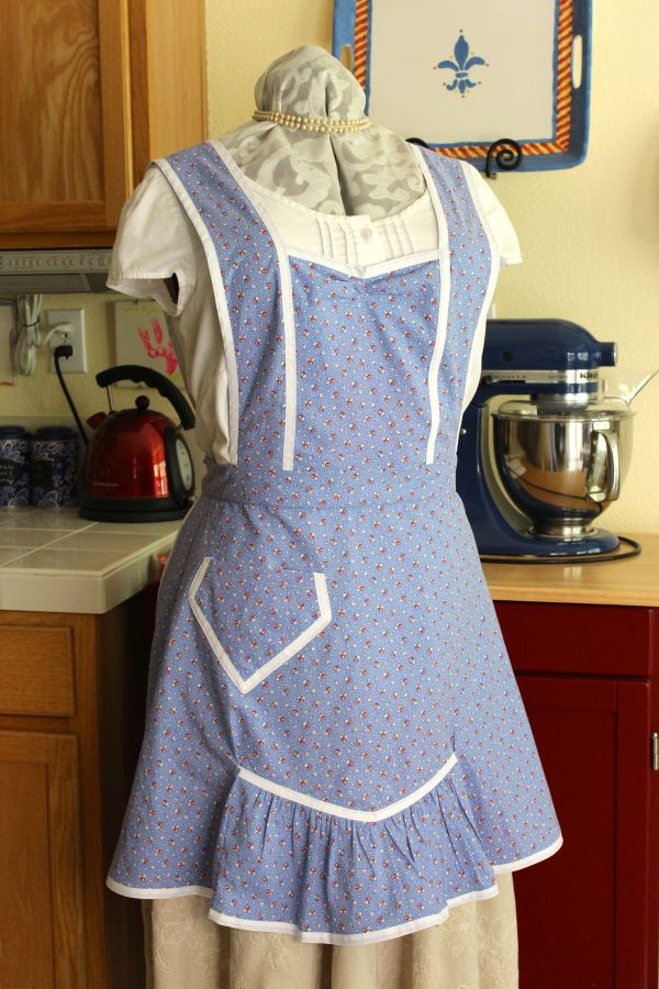 How cute is this apron? The pocket, just like on the last apron, is too small to be useful, but it looks good.