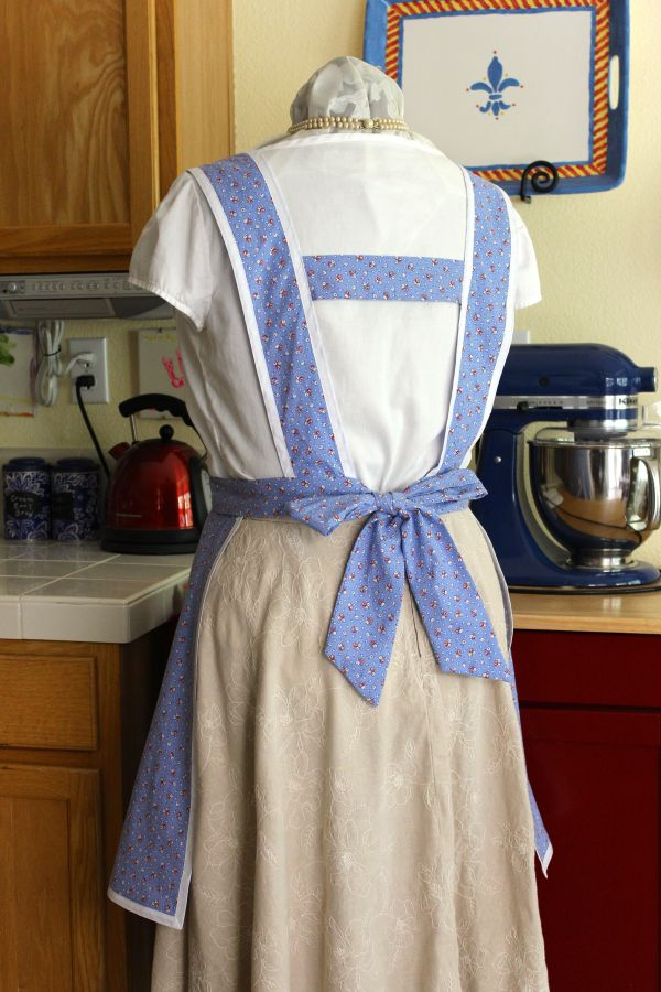 The horizontal strap keeps the apron from slipping off the shoulders.